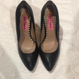 Betsey Johnson Raciee pointed toe heels